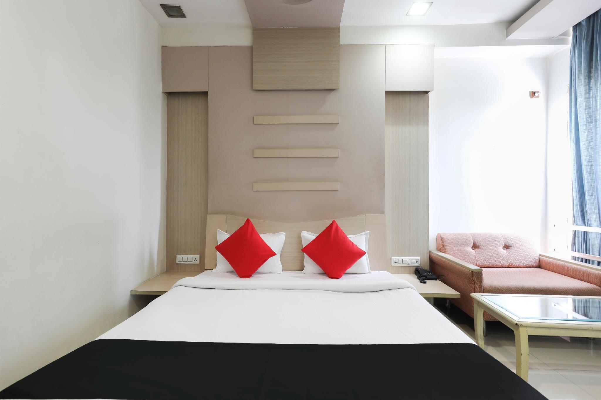 Capital O 62303 Hotel Apna Palace