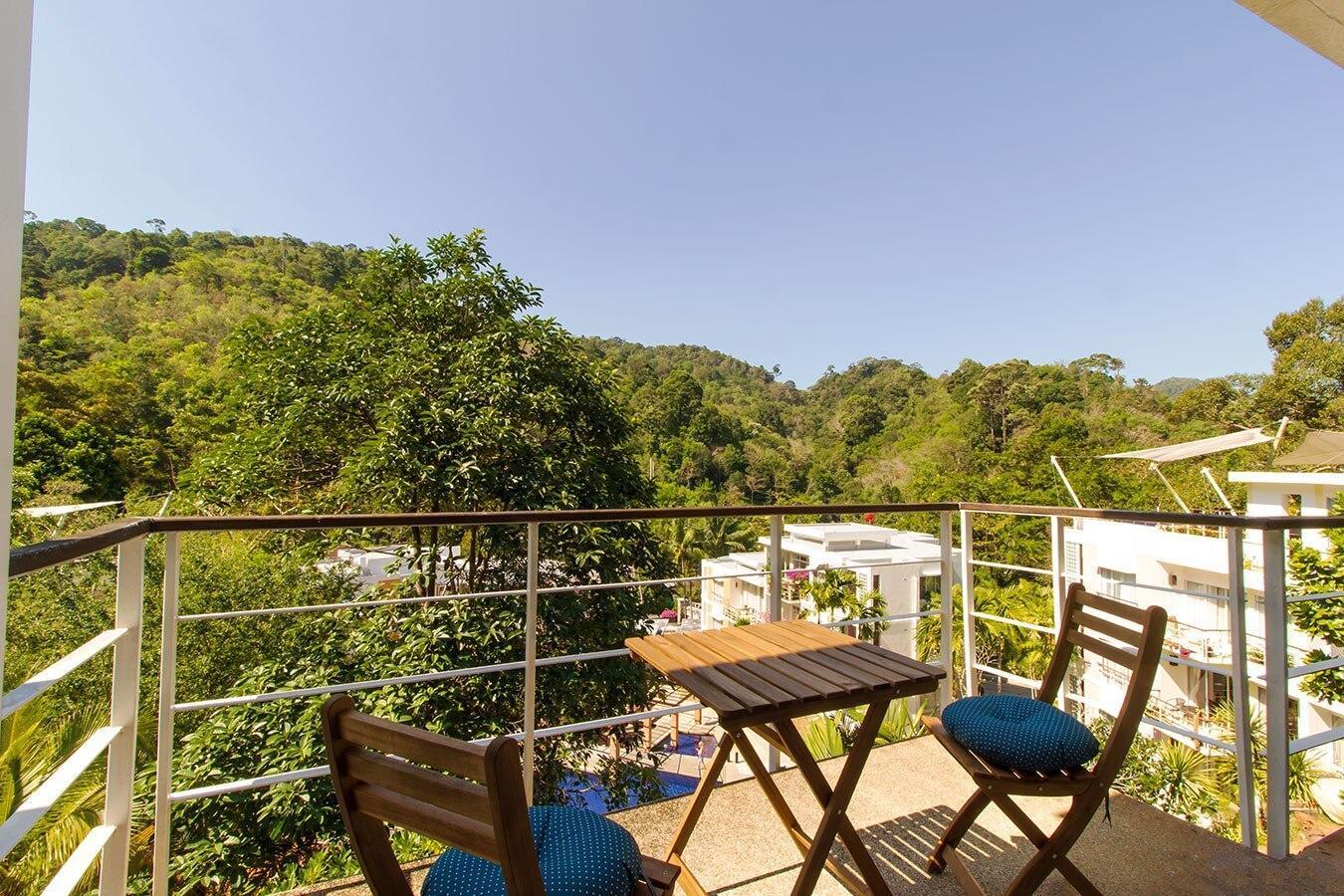 Peaceful Spacious Apartment with Mountain Views