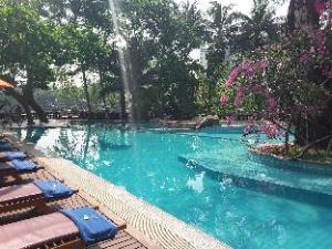 (Kandawgyi Palace Hotel)