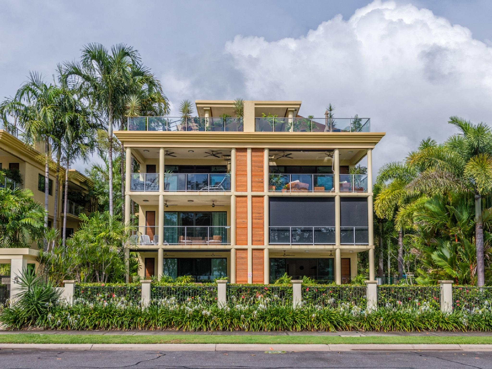 Tropical Orabelle Yorkeys Knob Beachfront Apartment