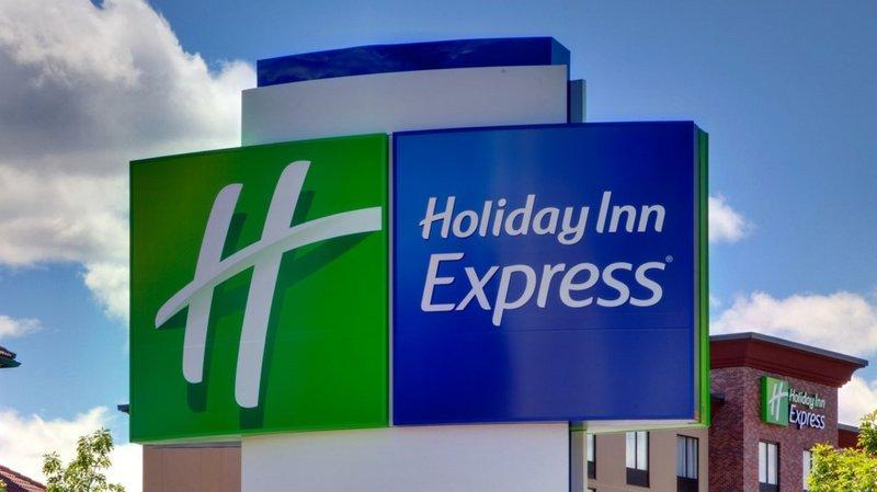 Holiday Inn Express And Suites Houston Hardy Tollroad