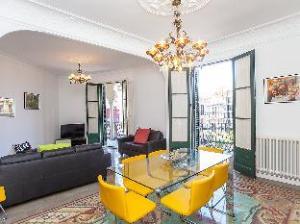Eixdretroger De Lluria Valencia 5 Bedroom Apartment