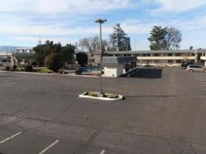 Econo Lodge Inn and Suites Central