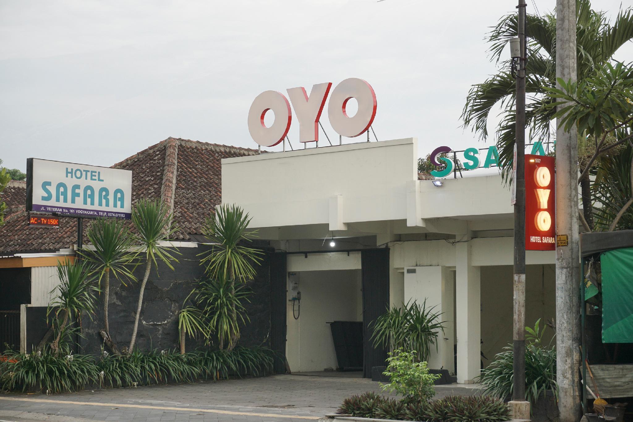 OYO 693 Hotel Safara