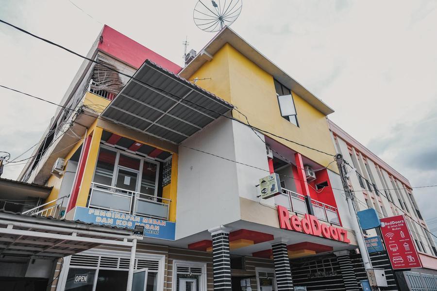 RedDoorz @ Jalan STM Medan