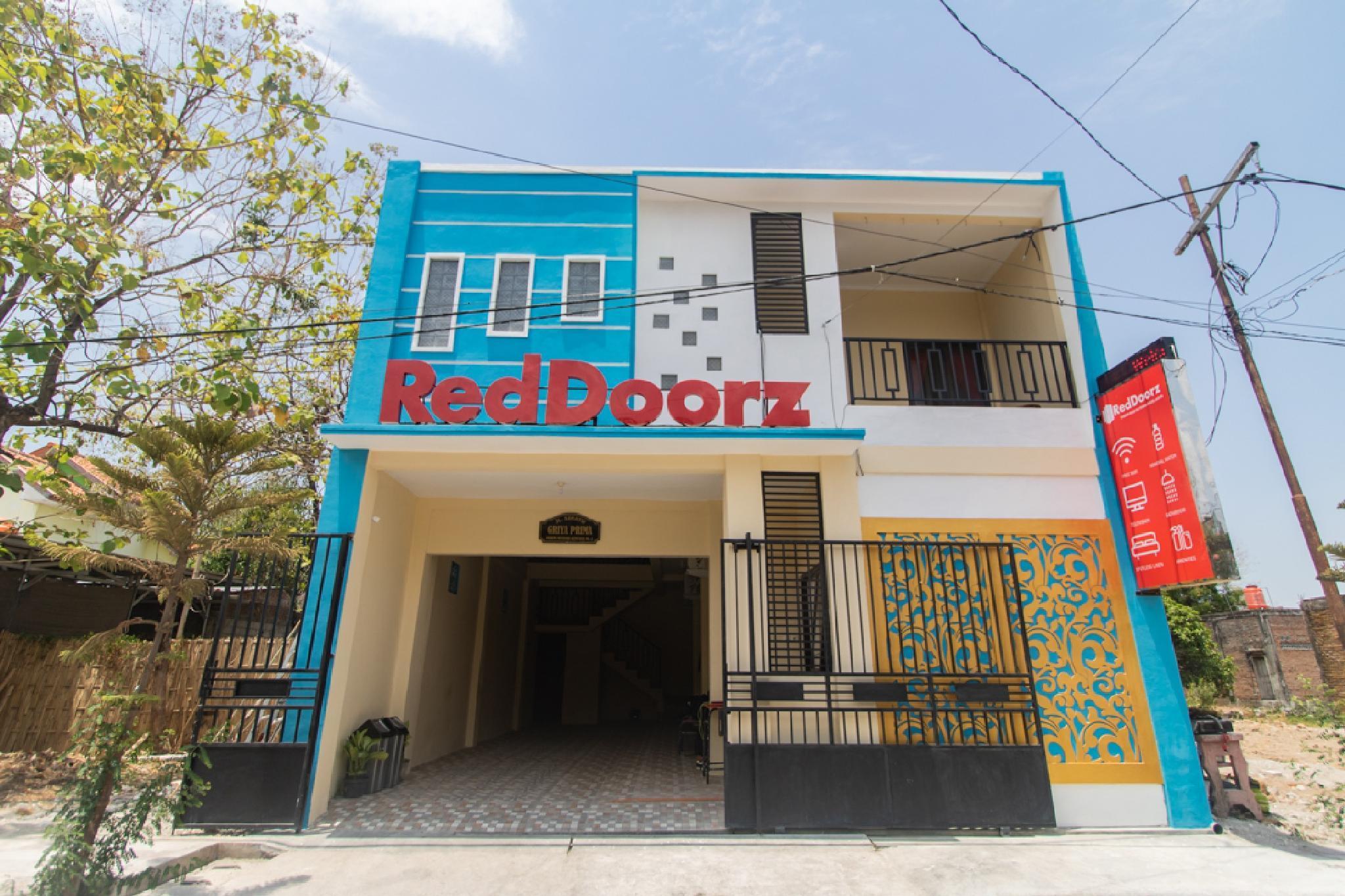 RedDoorz Syariah Near Politeknik Negeri Madiun
