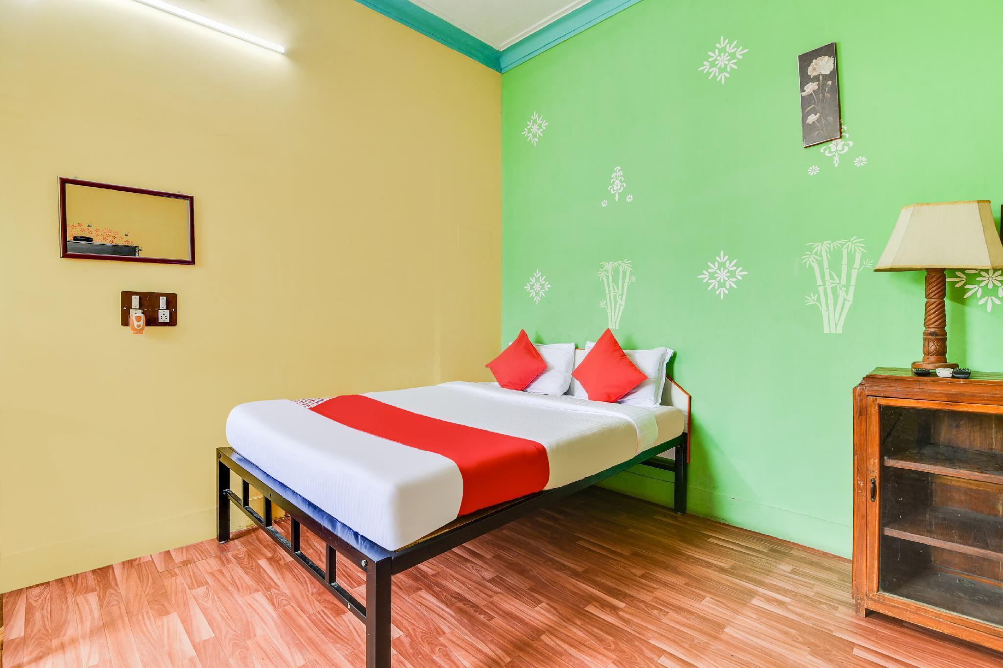 OYO 62555 Manu Residency