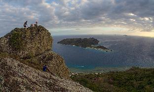 Barefoot Kuata Island 5
