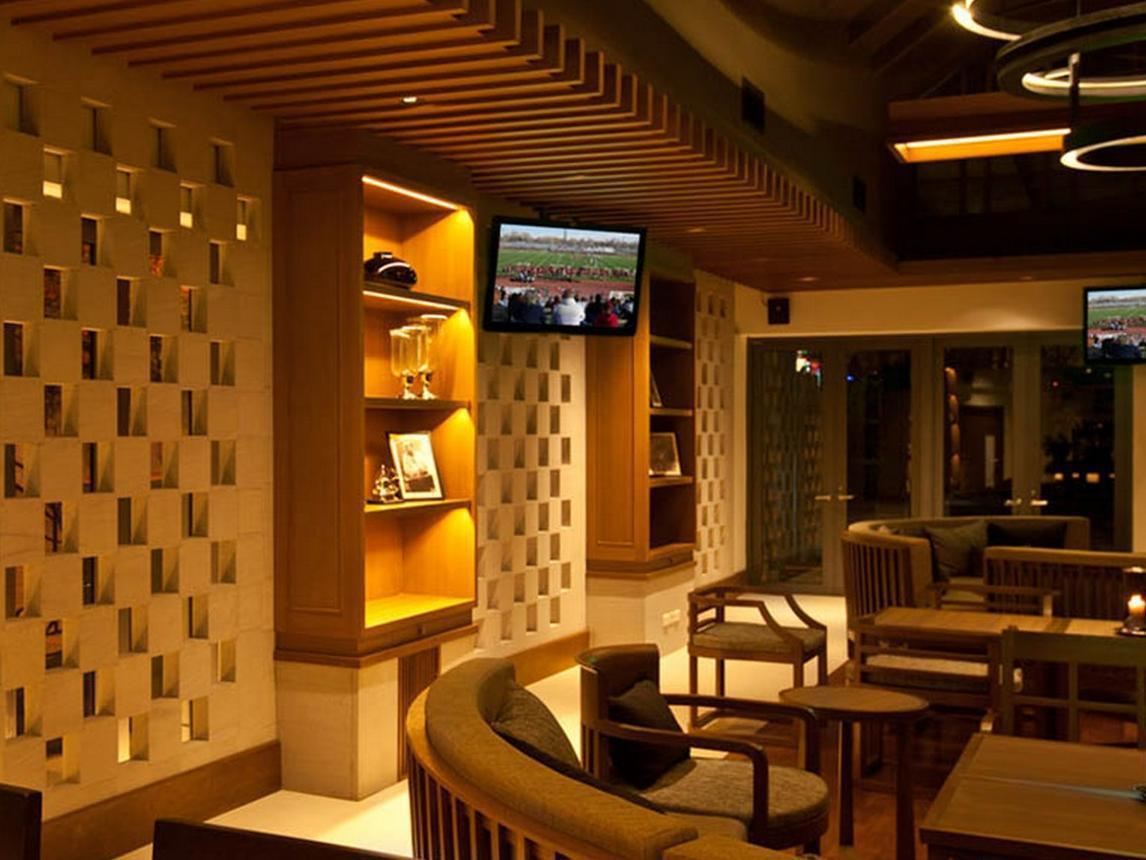 Woodlands Hotel and  Resort วู้ดแลนด์ โฮเต็ล แอนด์ รีสอร์ต