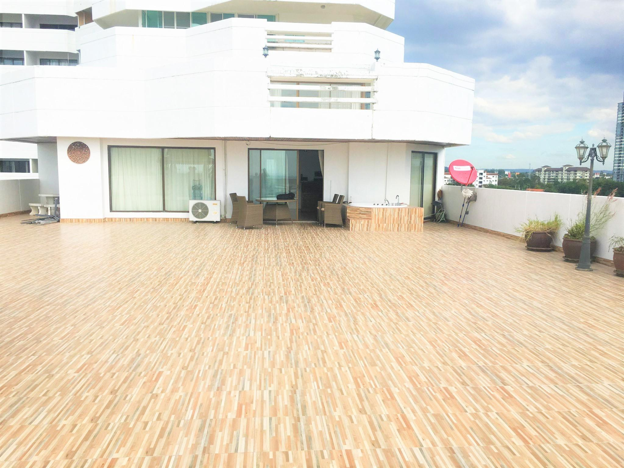 Large Terrace With Jacuzzi Sea & Pool Views