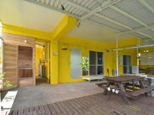 Pension Yellow House