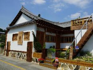 Sunshine Full Hanok Pension Jeonju