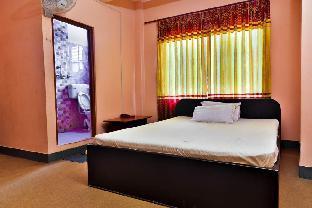 Hotel Maroon 2