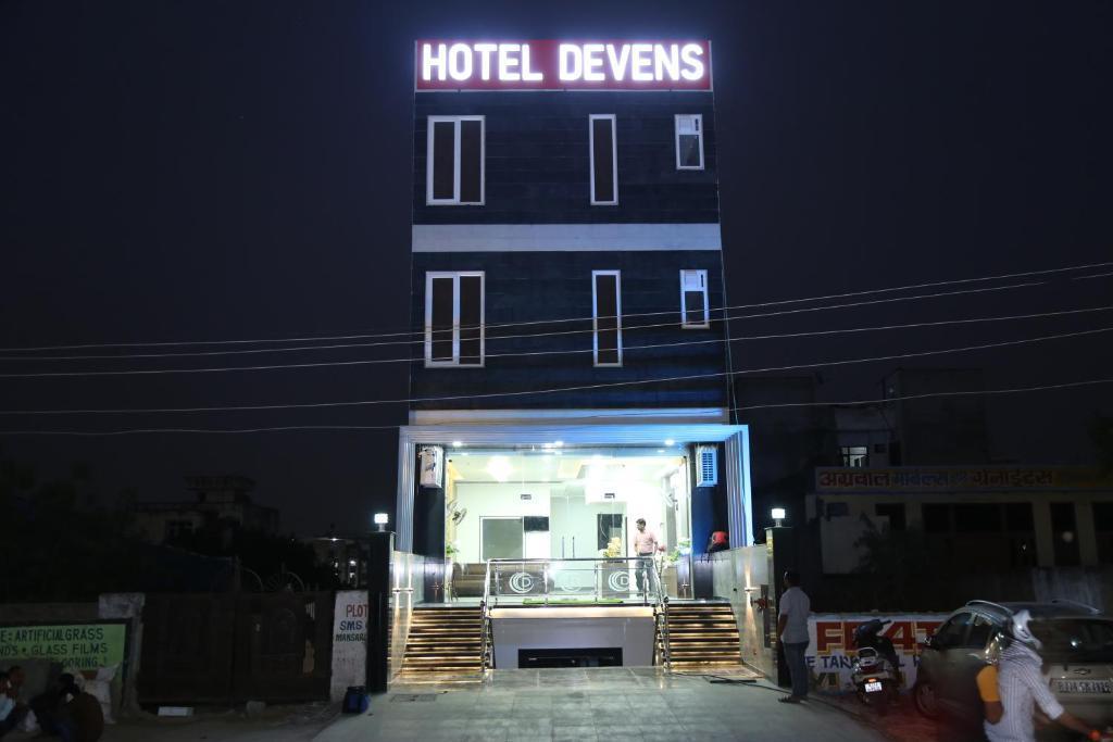 Hotel Devens