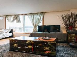 Oriental Modern Apartment 2