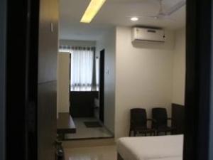 關於基爾納爾旅館 (Girnar Hotel)