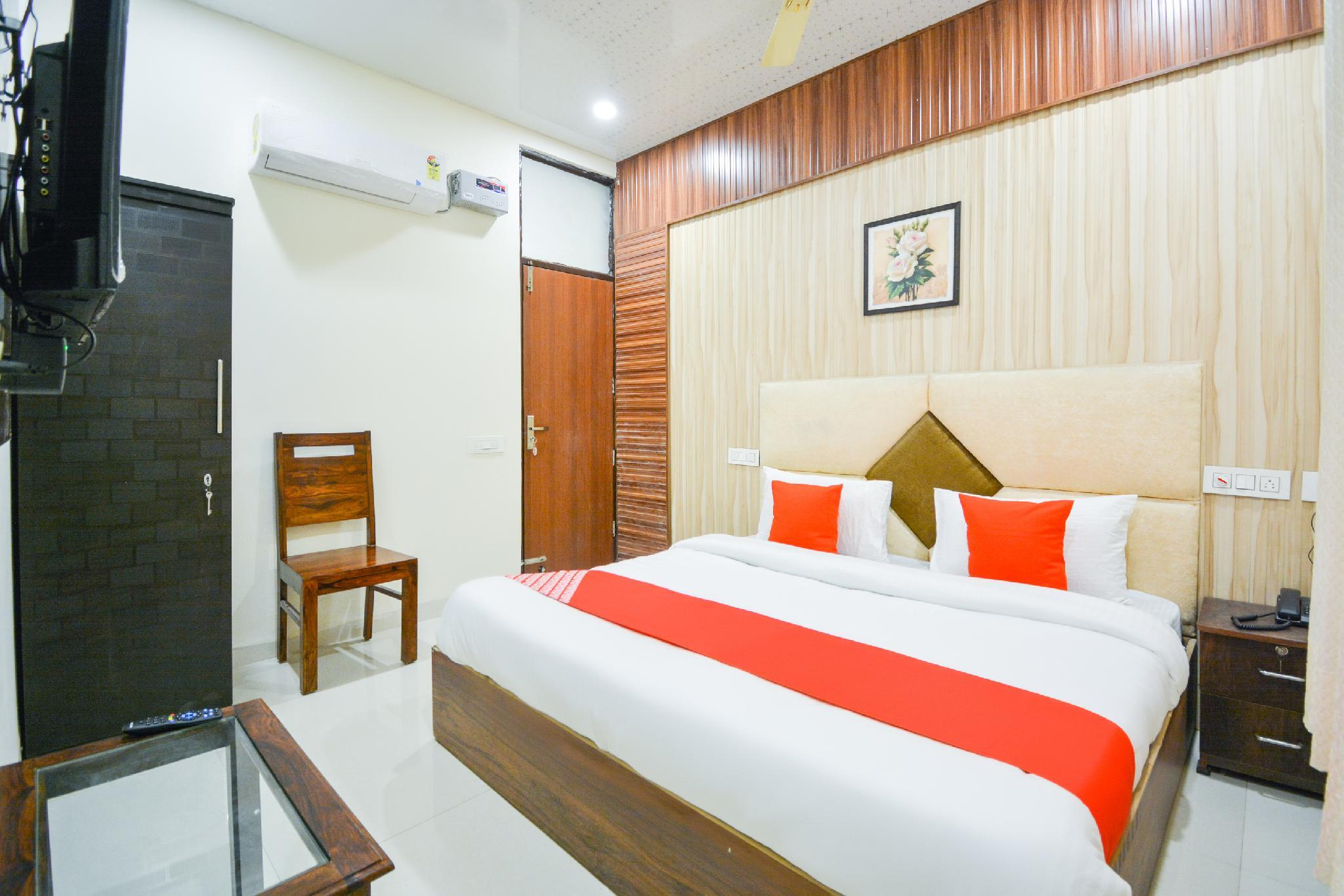 OYO 64736 Hotel Gold