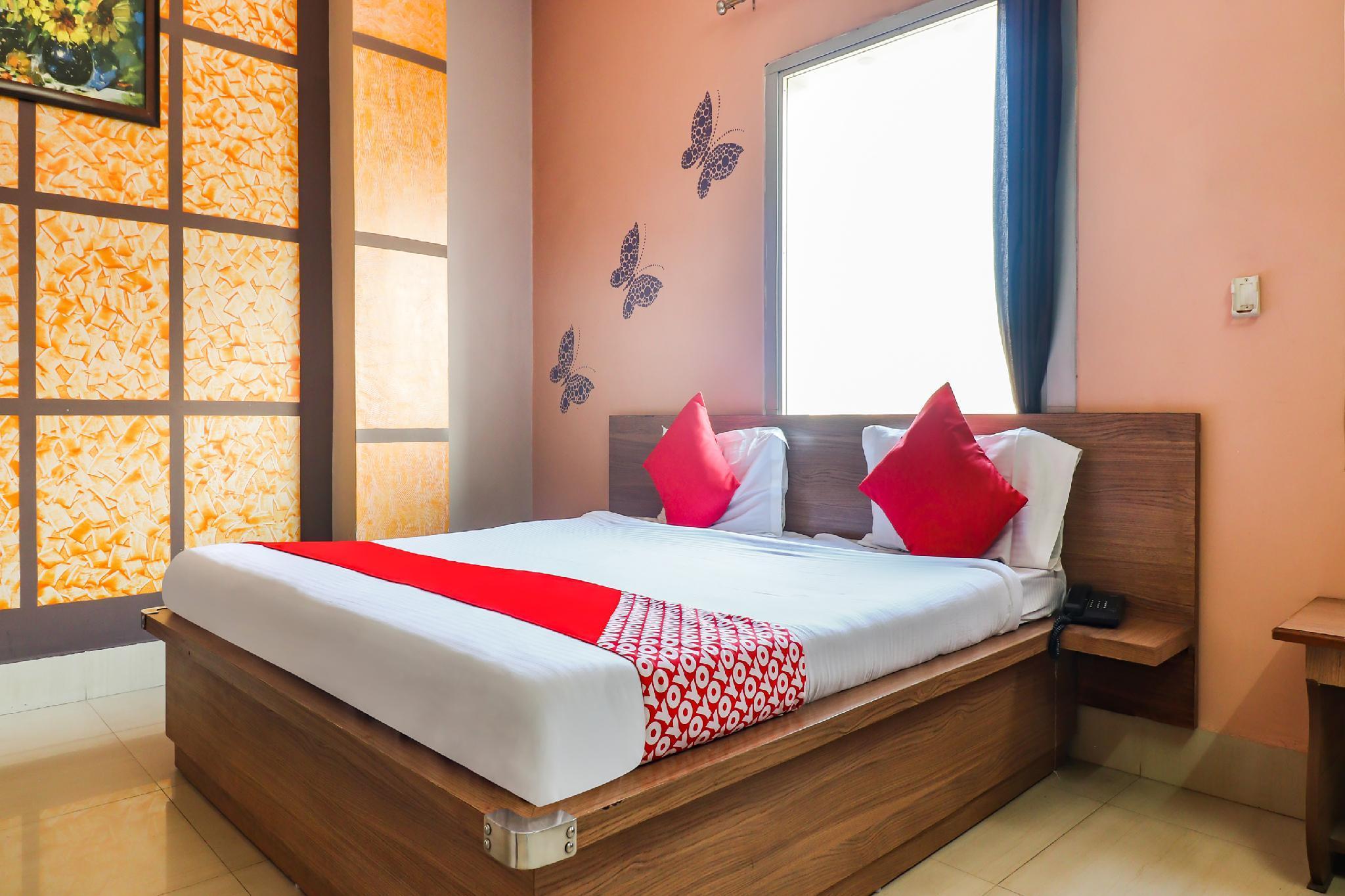 OYO 66586 Aditya Hotel