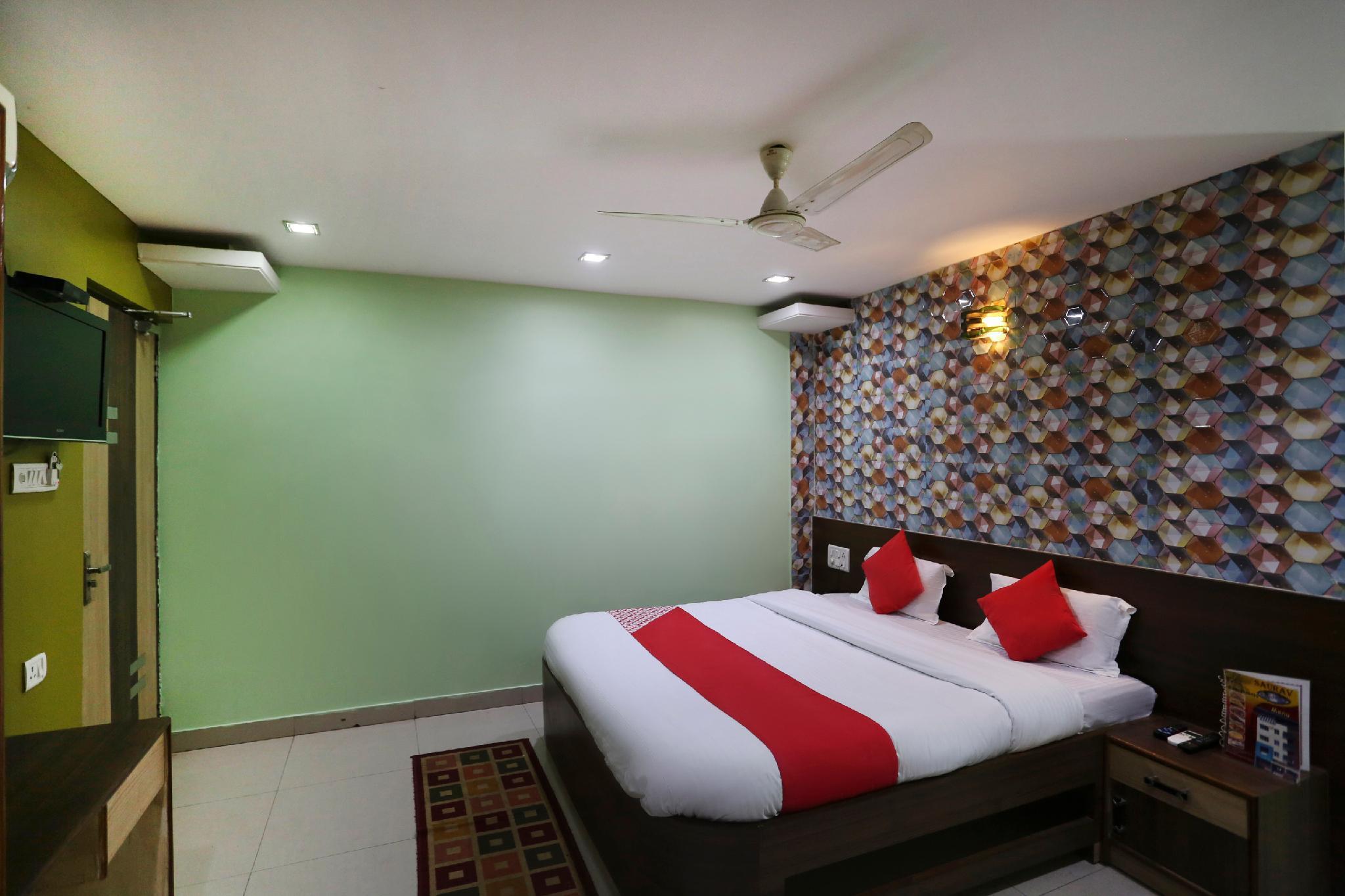 OYO 65790 Saurav Residency