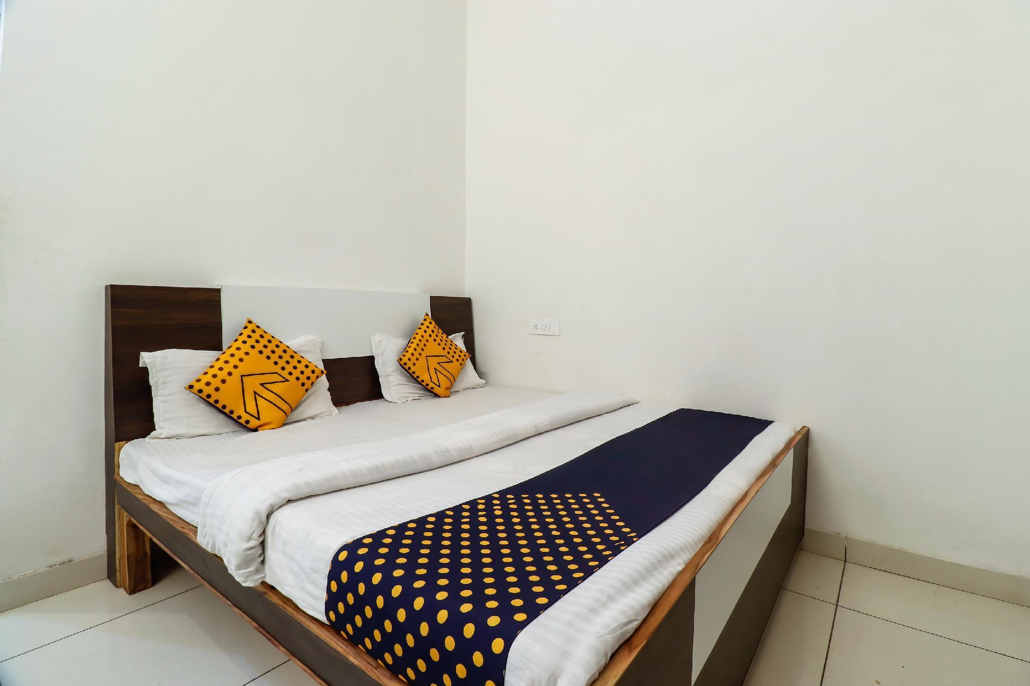 SPOT ON 65361 Hotel Krishna Palace