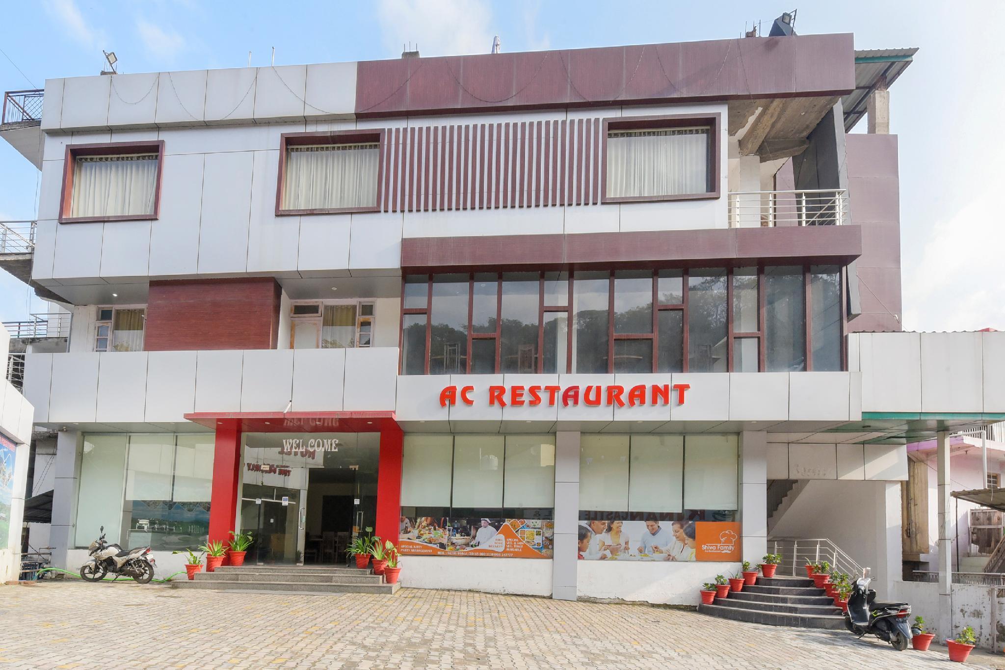 OYO 66396 Hotel Shiva Family Ac Restaurant
