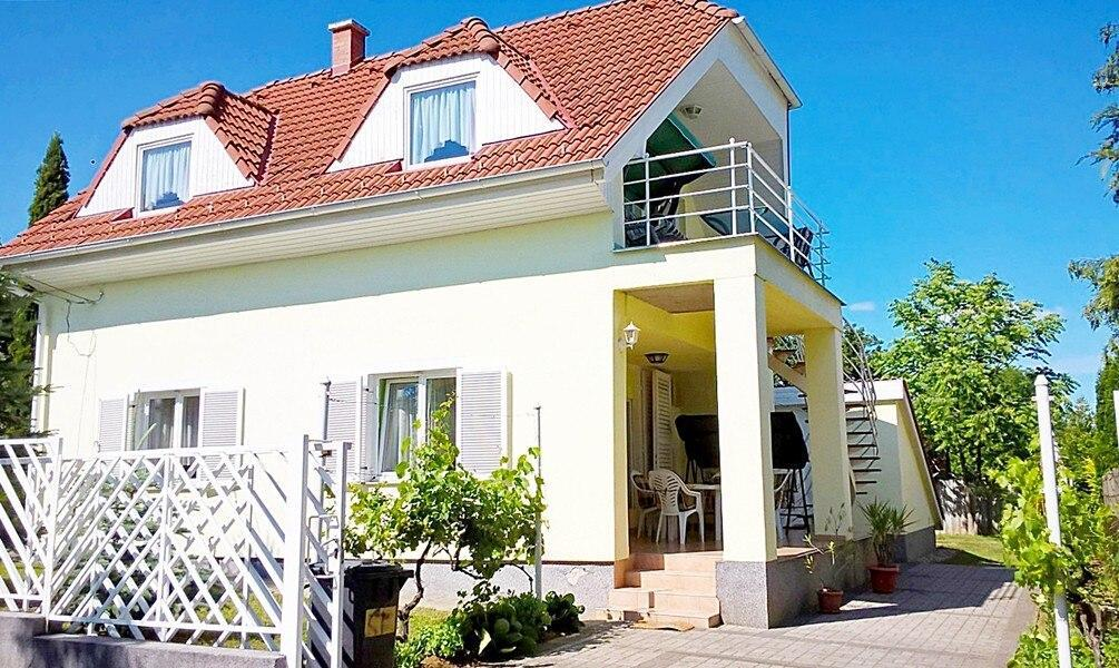 Apartment For 4 People In Abrahamhegy