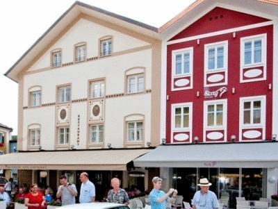Iris Porsche Hotel And Restaurant