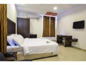 Vista Rooms near SR Nagar Police Station