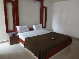 Vista Rooms @ Lakdi Ka Pul Railway Station