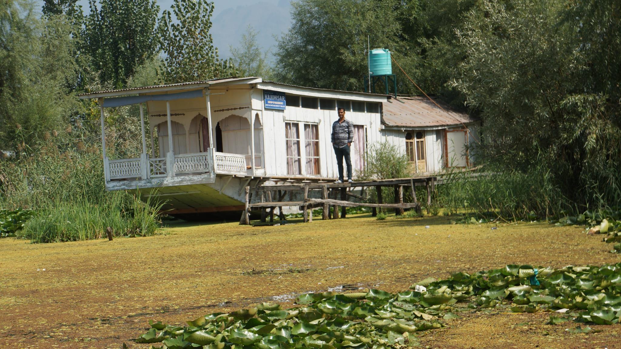 Young Kohisar Houseboat