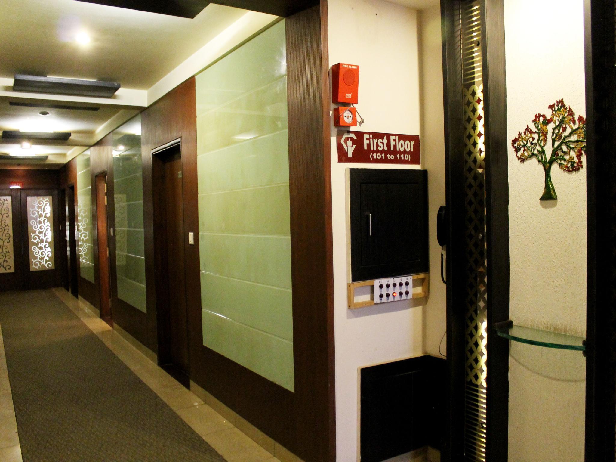 Price Oyo Rooms Taj East Gate Road
