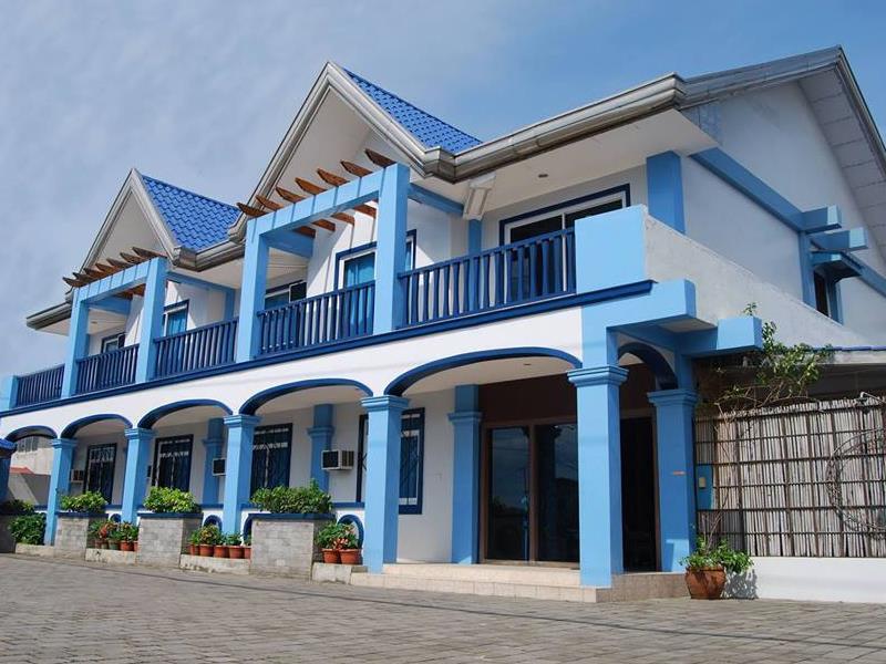 Blue Harbor Inn