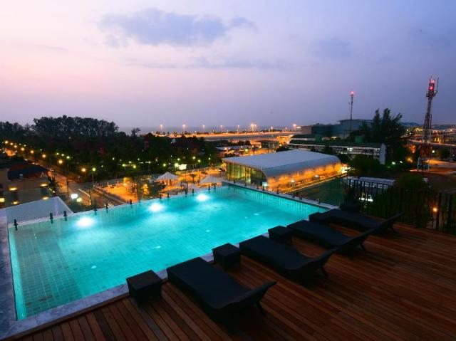 โรงแรมเดอะ ซิกซ์ทีน ในยาง บีช – The Sixteenth Naiyang Beach Hotel