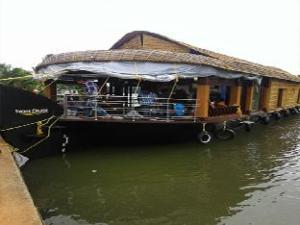 Sunny Days Houseboat