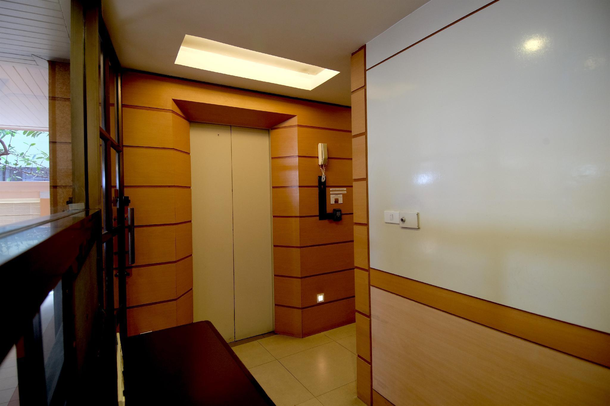 Alameda Suites Hotel โรงแรมอะลาเมดา สวีท