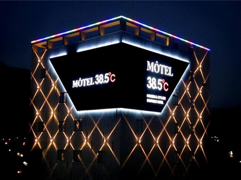38.5 Hotel