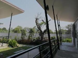 關於米拉花園飯店 (Mila Garden)
