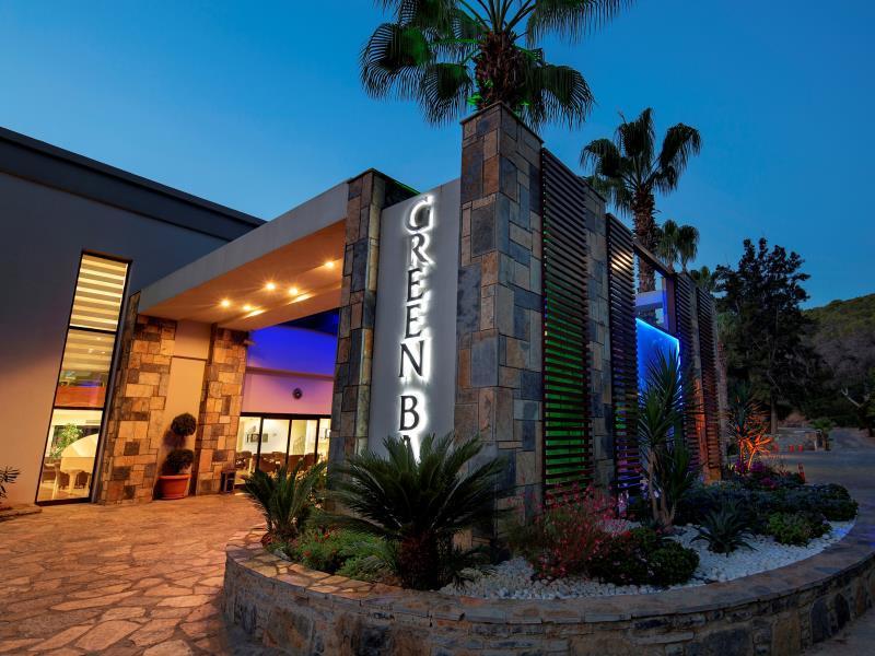 Crystal Green Bay Resort And Spa