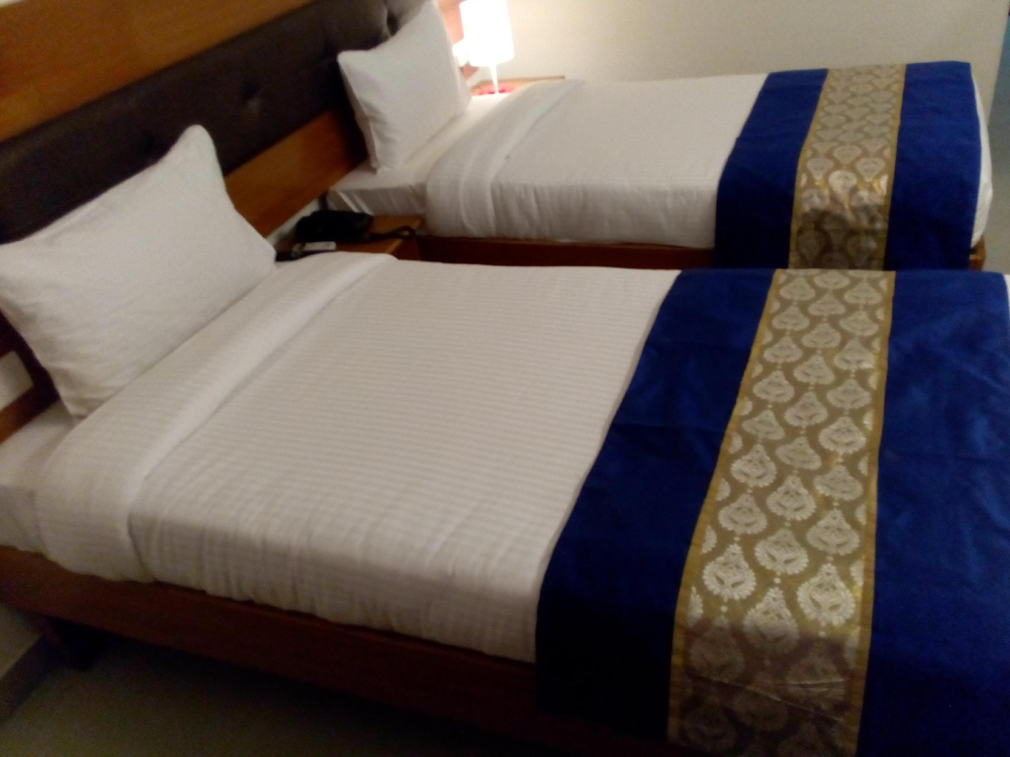 Red Carpet Hotel 4