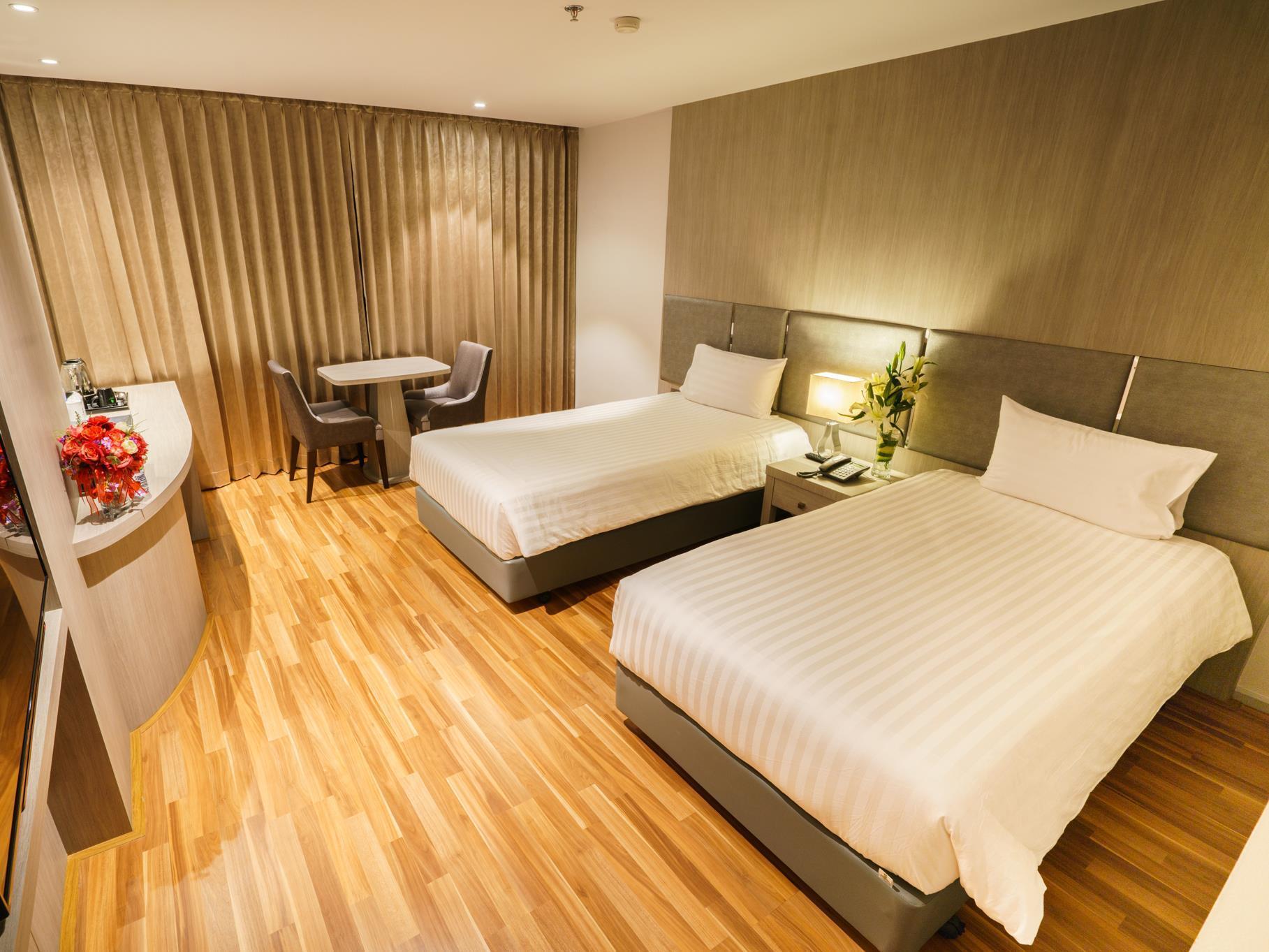 New Season Square Hotel โรงแรมนิว ซีซั่น สแควร์