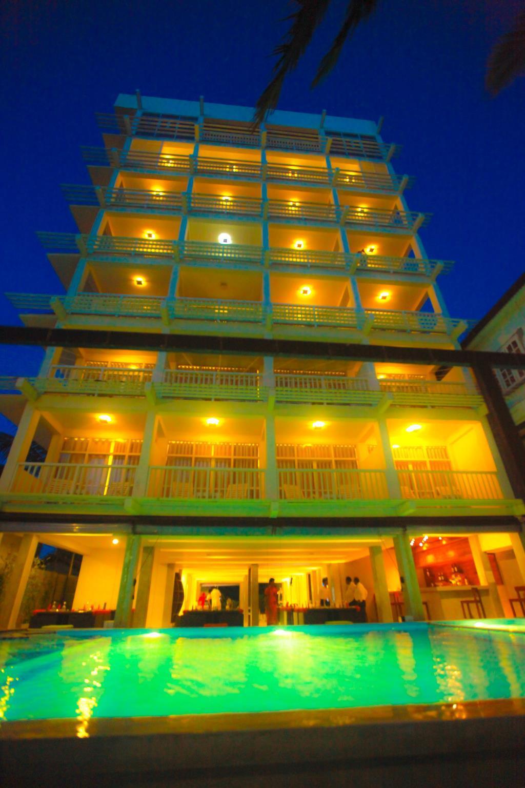 Beacon Beach Hotel