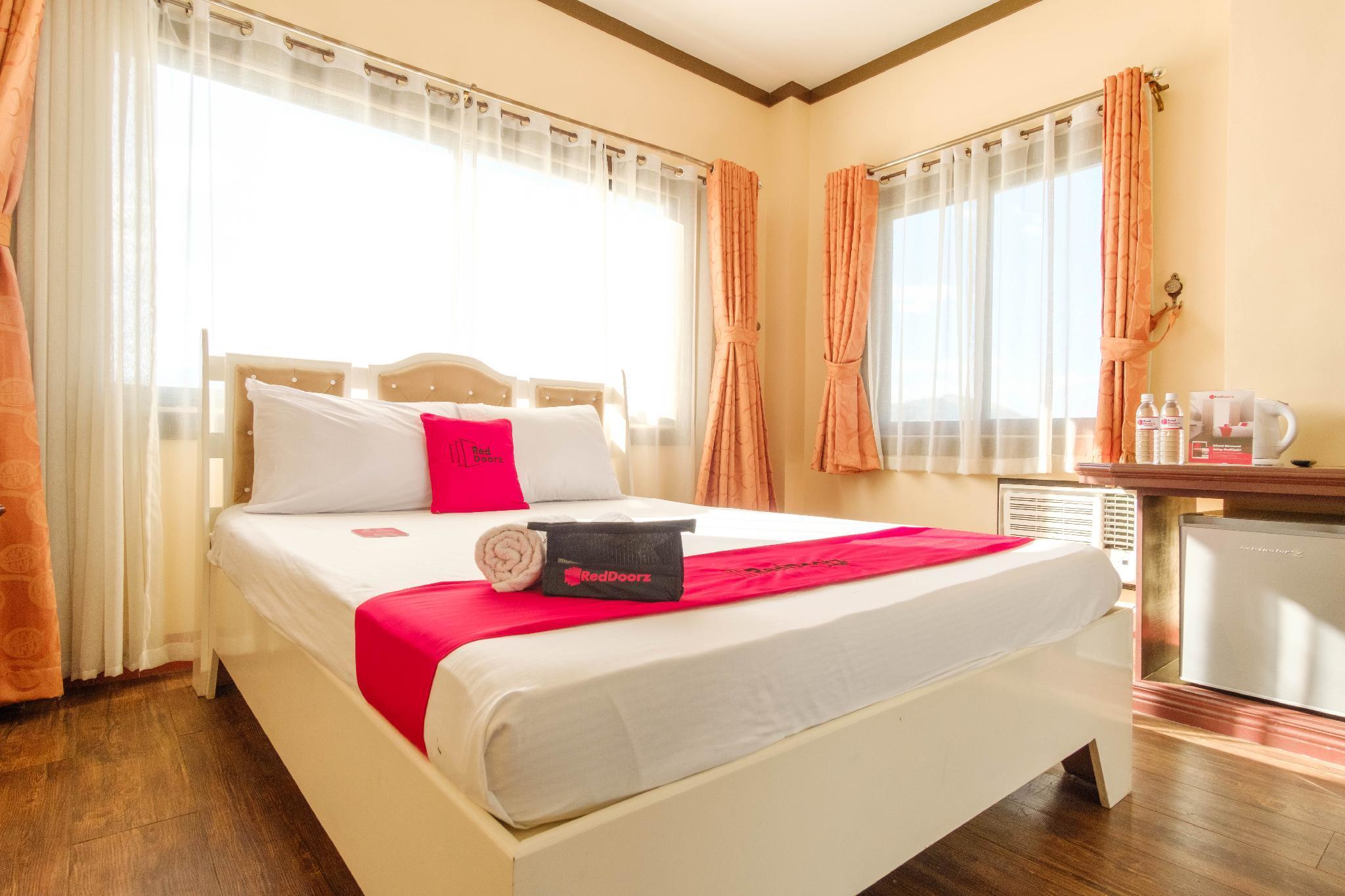 RedDoorz Plus @ Seaborne Hotel Subic Zambales