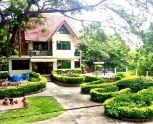 エバーグリーン ホーム ウィズ ツリーハウス Evergreen Home with Treehouse