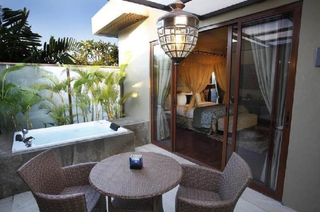 1BR Suite with Private Jacuzzi + Breakfast