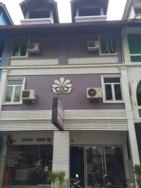 Nawaporn Place