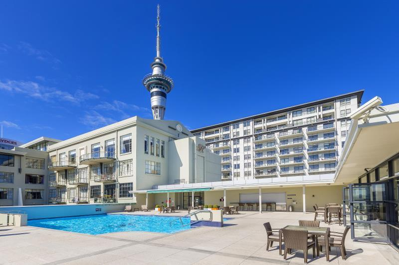 Sunny And Spacious One Bedroom Apartment With Pool And Gym