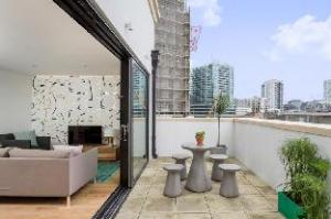 Cuckooz Aldgate East Serviced Apartments