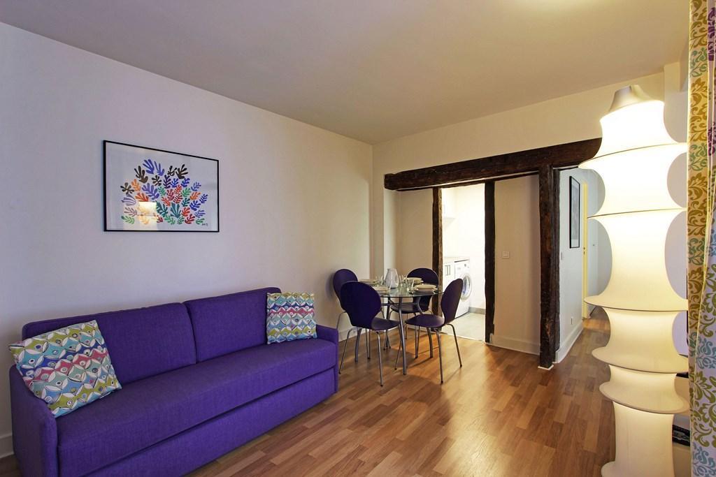 S02402 - Stylish apartment for 4 people, metro Sentier