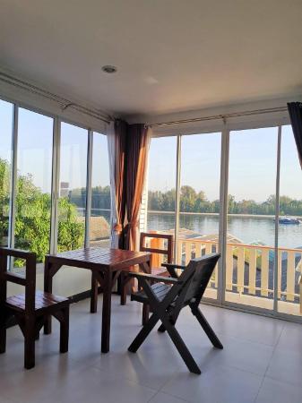 Koh Lanta Guest House triple aircon oceanview Koh Lanta