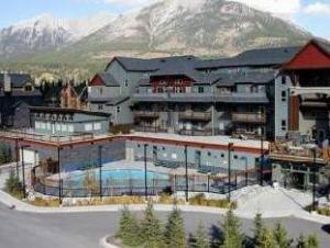 坎莫尔酒店 (Lodges at Canmore)